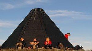 Lugn och ro i god gemenskap vid vår kåta i Framak.Foto: Staffan Widstrand